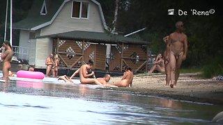 Thrilling beach voyeur scenes of sexy naked people