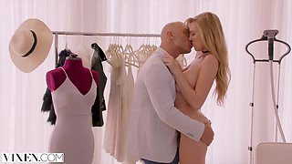 Kendra Sunderland Cheats With Her Boss