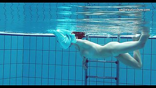 Hot Piyavka Chehova swims naked in the pool and strips