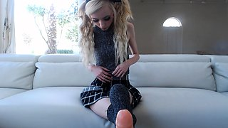 Sexy blonde teen toys pussy on webcam show
