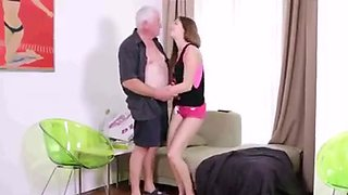 college girl gives a fuck for a pizza off old man !