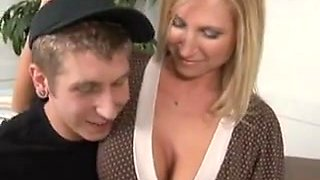 Sexy Mom Meets People
