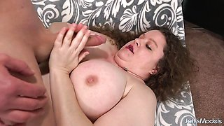 Kinky Plumper Desi Dae Gets Licked and Dicked
