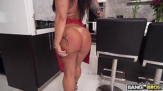 Closeup video of big ass chick Monica Santhiago having sex
