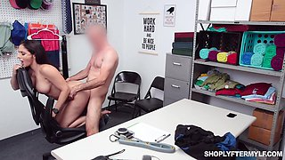 Mesmerizing big breasted brunette Sheena Ryder dreams of good doggy