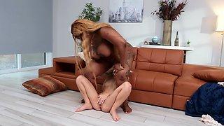 Ebony BBW bangs her young blonde babysitter