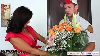 Pretty boy courier Johnny Castle is fucked by voluptuous cougar Tara Holiday