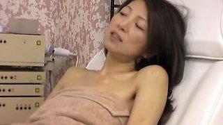 Wet asian yum-yum screwed by my cock in erotic voyeur video