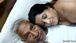 Hot bhabi sucks old oily dick