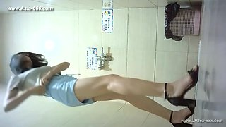 chinese girls go to toilet.152