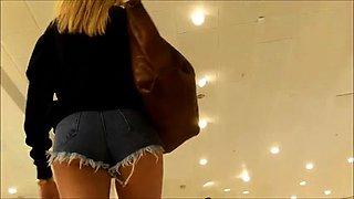Street voyeur follows a stunning blonde babe in tight shorts