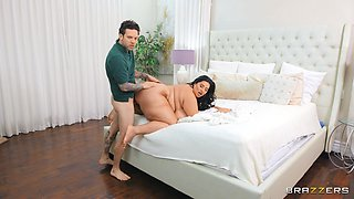 Chubby ass mom roughly fucked in bed