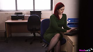 Sex-hungry secretary Jaye Rose masturbates her cunt right in the office