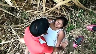 Lovely Indian babe fucked by her boyfriend in the outdoors