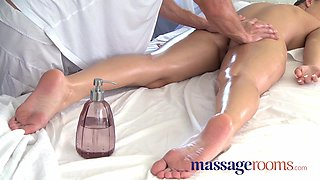Powerful g-spot orgasm for her little pussy